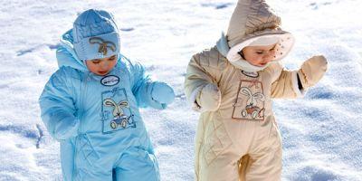 Как выбрать зимний комбинезон для ребенка